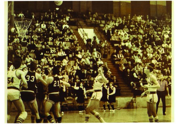 Bradleyville v. Parkview, 1966 Blue & Gold semifinals (Photo courtesy of Leon Combs)